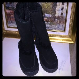 Size 9 black tall uggs! Worn twice in house!
